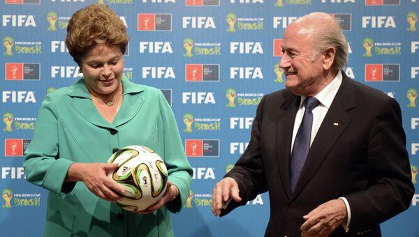 Президент Бразилии Дилма Роуссефф и президент Международной федерации футбола (ФИФА) Йозеф Блаттер (слева направо)