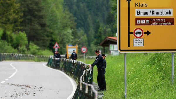 Полиция в районе места проведения саммита G7