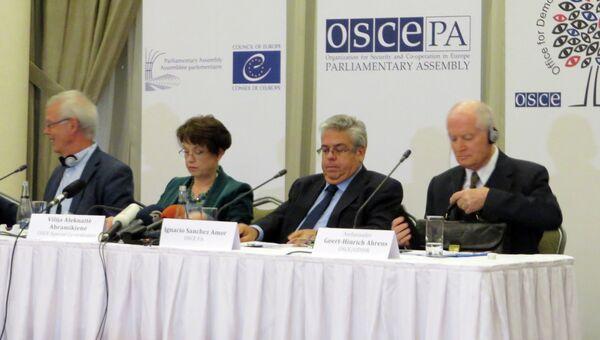Делегация миссии ОБСЕ по наблюдению за выборами в Турции на пресс-конференции в Анкаре