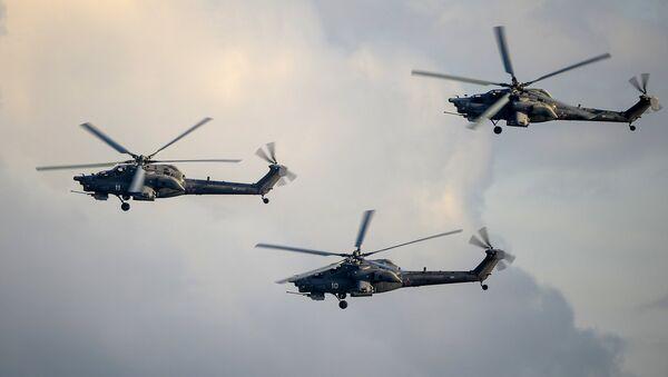 Вертолеты Ми-28Н во время демонстрационной программы Международного военно-технического форума Армия-2015 в подмосковной Кубинке