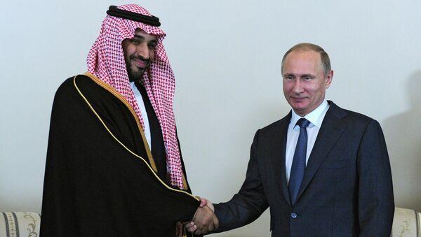 Президент России Владимир Путин и преемник Наследного принца, министр обороны Саудовской Аравии Мухаммед Бен Сальман во время встречи в Санкт-Петербург