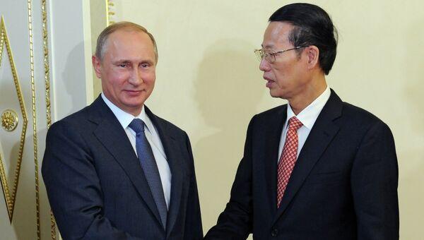 Президент России Владимир Путин и вице-премьер госсовета КНР Чжан Гаоли. Архивное фото