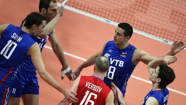 Игроки сборной России по волейболу в матче Мировой лиги с командой Польши