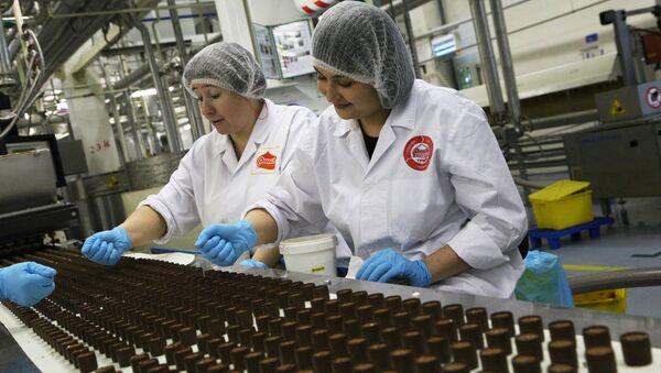 Работа кондитерской фабрики Россия в Самаре. Архивное фото