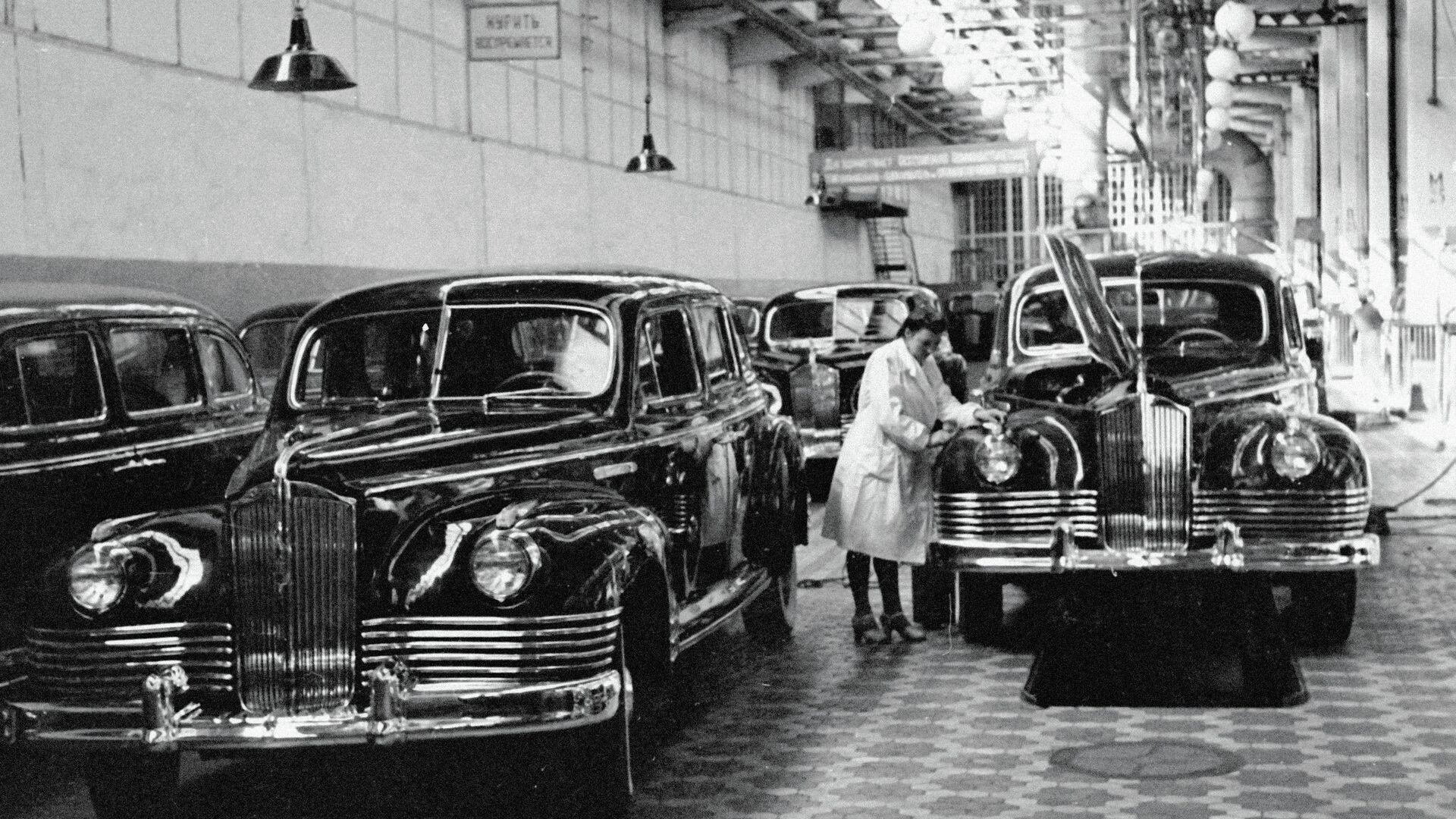 Конвейер легковых автомобилей ЗИС-110 - РИА Новости, 1920, 15.07.2018