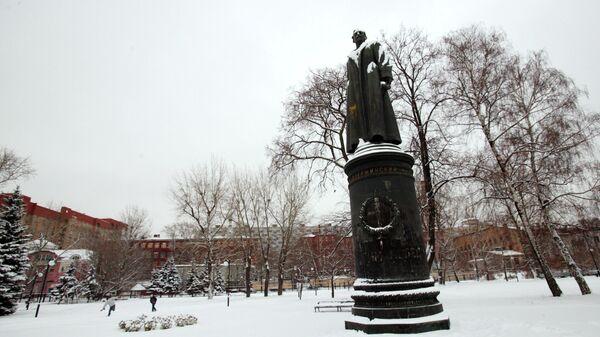 Бронзовый памятник Ф.Э. Дзержинскому