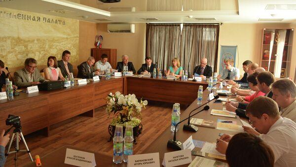Круглый стол Информационная политика Союзного государства: формирование единой стратегии в Смоленске. Архивное фото