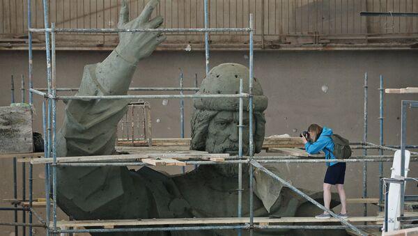Изготовление памятника Великому князю Владимиру. Архивное фото