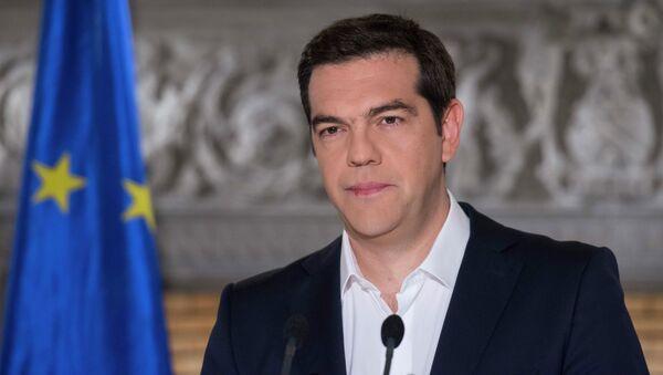 Премьер-министр Греции Алексис Ципрас во время телевыступления