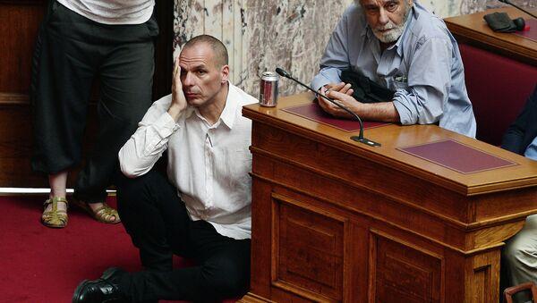 Министр финансов Греции Янис Варуфакис в парламенте Греции. Архивное фото