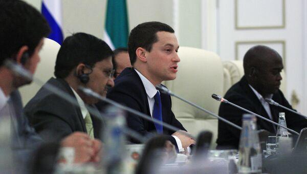 Руководитель Федерального агентства по делам молодёжи Сергей Поспелов (в центре). Архивное фото