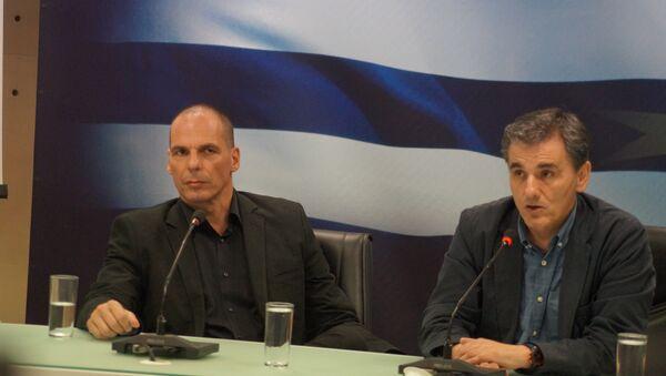 Эвклид Цакалотос (справа) назначен министром финансов вместо подавшего в отставку Яниса Варуфакиса (слева). Архивное фото