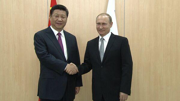 Путин и Си Цзиньпинь пожали друг другу руки на встрече в Уфе