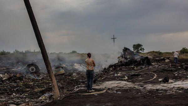 На месте крушения малайзийского самолета Boeing 777 под Донецком, архивное фото