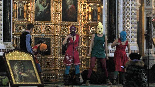 Акция панк-молебен арт-группы Pussy Riot в храме Христа Спасителя. Архивное фото