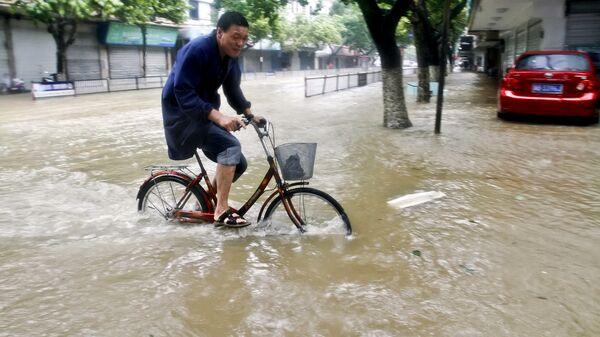 Затопленная улица в Китае