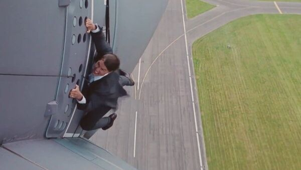 Опасный трюк Тома Круза на взлетающем самолете