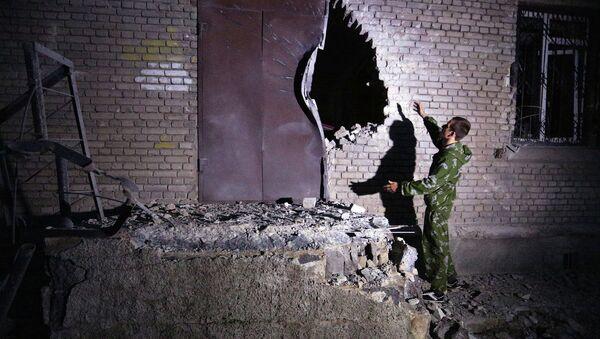 Разрушенное здание в Донецке, июль 2015
