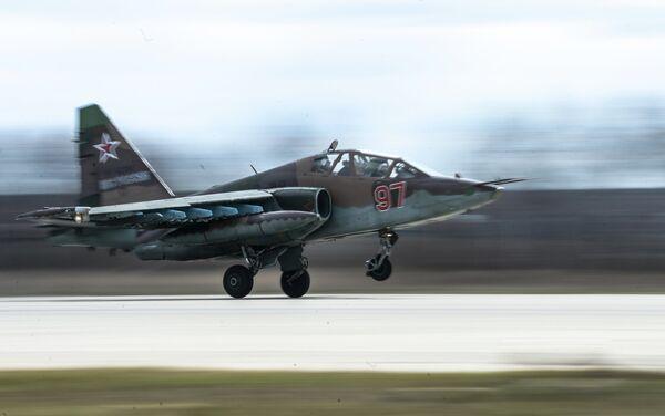 Штурмовик Су-25 на военном аэродроме в Кубинке