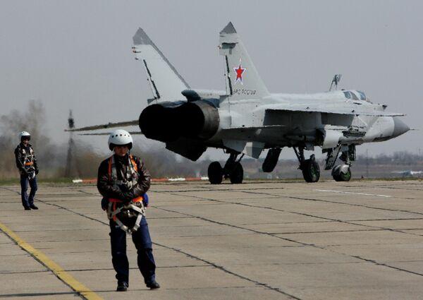 Истребитель Миг-31 готовится к взлету на Авиадартс-2015