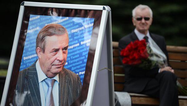 Портрет председателя Партии возрождения России Геннадия Селезнёва. Архивное фото