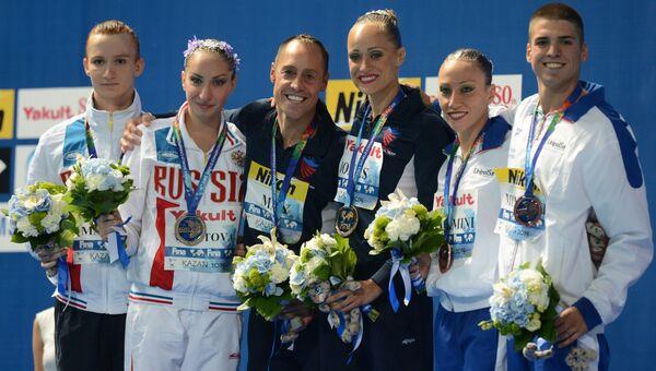 Победители соревнований по синхронному плаванию среди смешанных дуэтов на чемпионате мира в Казани