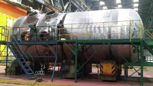 Корпус реактора для первого блока Белорусской АЭС на заводе Атоммаш. Архивное фото