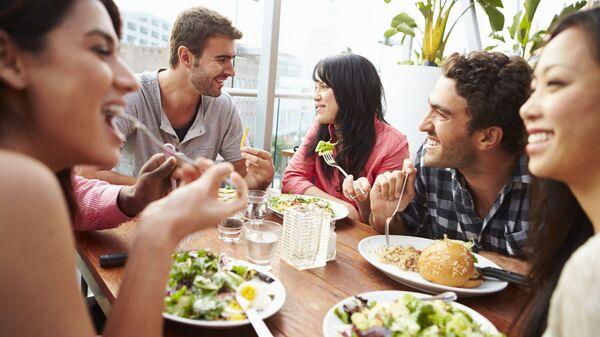 Посетители в ресторане. Архивное фото