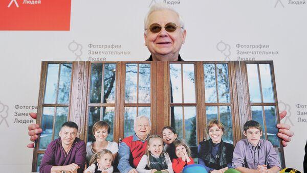 Художественный руководитель МХТ имени А.П.Чехова Олег Табаков на презентации книги Табаков. Три дня в сентябре