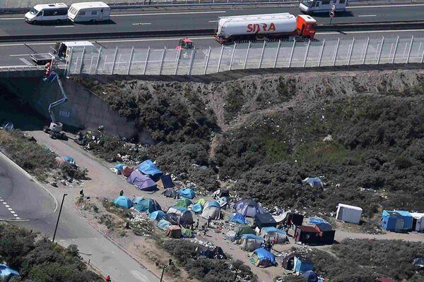 Палаточный лагерь мигрантов в Кале на севере Франции