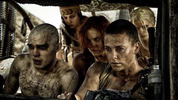 Кадр из фильма Безумный Макс: Дорога ярости