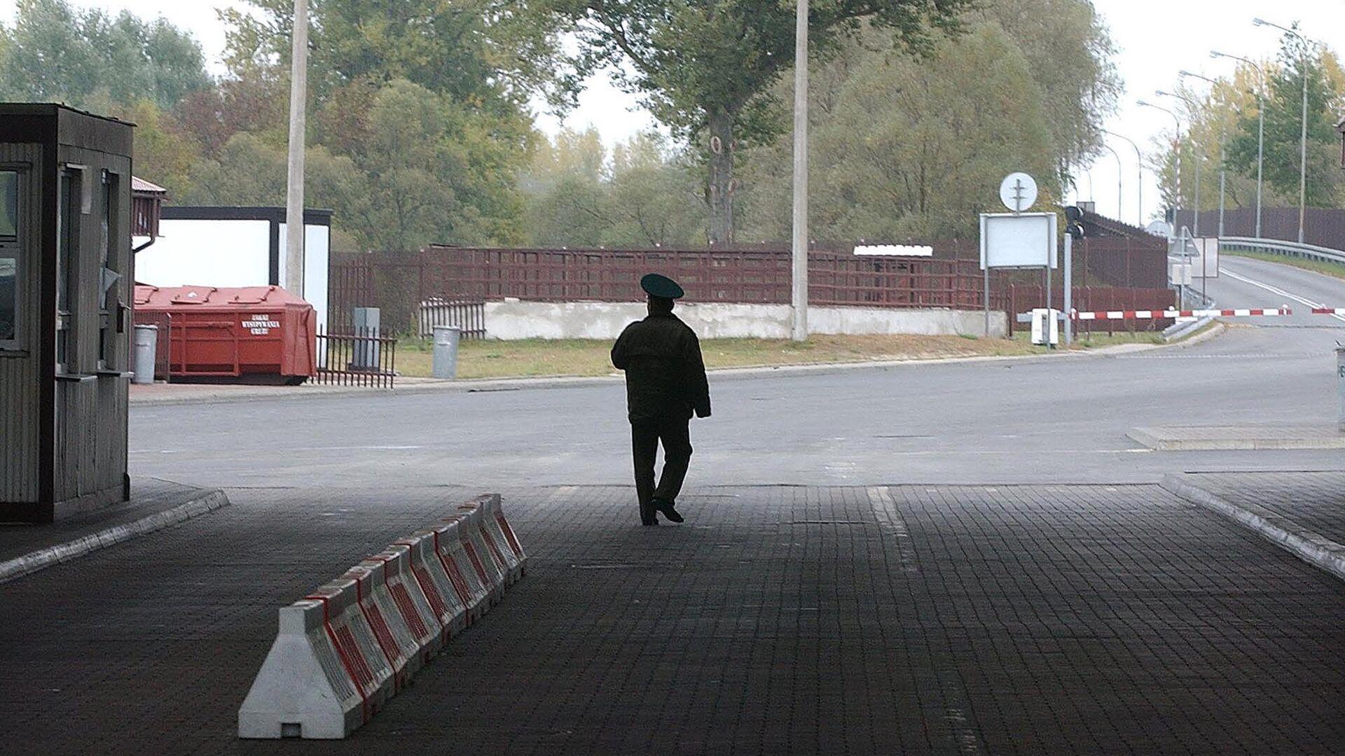 Пограничник на границе между Белоруссией и Польшей - РИА Новости, 1920, 13.08.2021