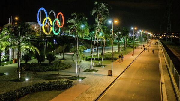 Олимпийские кольца в парке Мадурейра в Рио-де-Жанейро. Архивное фото
