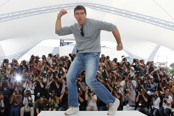 Актер Антонио Бандерас на фотоколле в Каннах