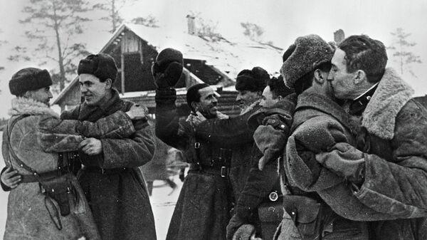 Встреча бойцов двух фронтов во время блокады Ленинграда