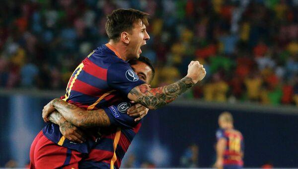 Футболисты ФК Барселона Лионель Месси и Даниэл Алвес