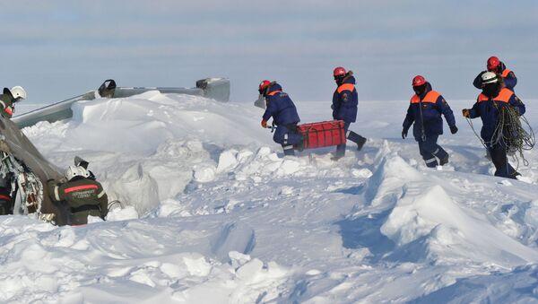 Сотрудники пограничной службы ФСБ и МЧС РФ на учениях в Арктике. Архивное фото