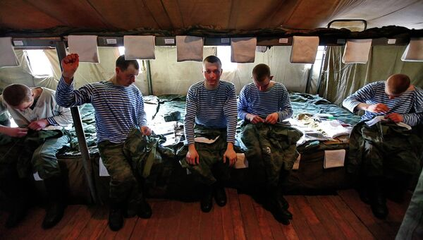 Служащие 98-й гвардейской Свирской воздушно-десантной дивизии. Архивное фото