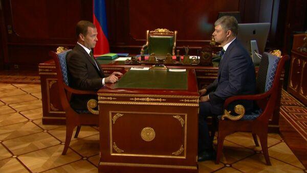 Медведев порекомендовал новому главе РЖД приступать к работе без раскачки