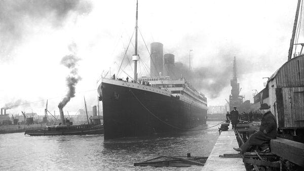 Титаник в доке порта Саутгемптон перед отправлением