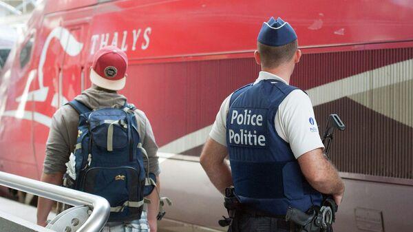 Бельгийский полицейский на южном вокзале Брюсселя