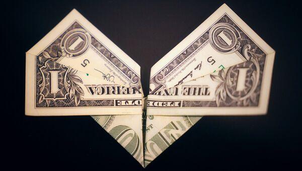 Оригами, выполненная из однодолларовой купюры