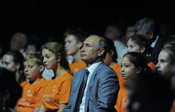 Владимир Путин на праздничном концерте в образовательном центре Сириус в Сочи
