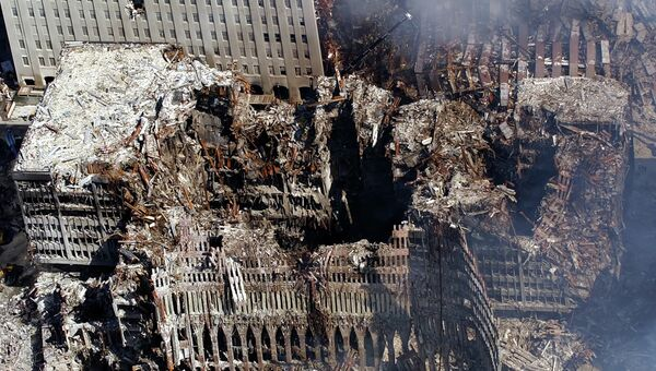 Вид с воздуха на место теракта в Нью-Йорке. 17 сентября 2001