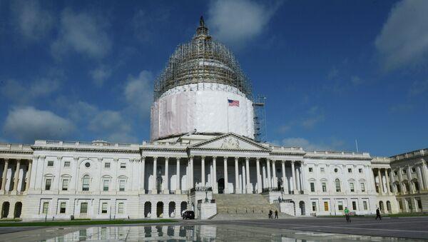 Капитолий в Вашингтоне в период реставрации купола здания