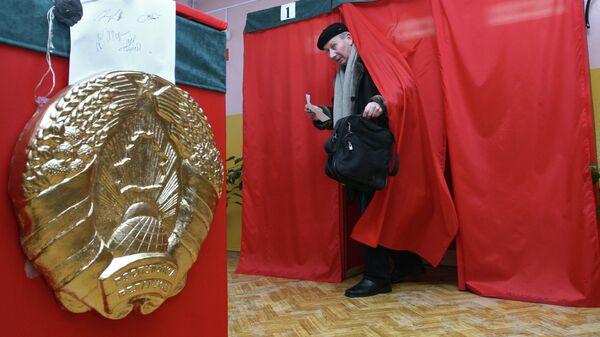 Голосование на одном из избирательных участков г Минска