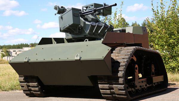 Боевой модуль Арбалет-ДМ, установленный на робототехнический комплекс АНТ-1000Р. Архивное фото