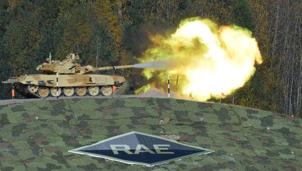 Танк Т-90А во время демонстрационных стрельб на 10-й международной выставке Russia Аrms Еxpo. Архивное фото
