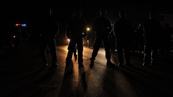 Венгерская полиция перекрыла трассу М1, ведущую от границы в Будапешт, чтобы задержать шествие беженцев