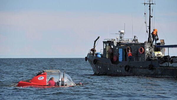 Во время погружения на подводном аппарате Си-эксплорер-5 в Финский залив к месту обнаружения затонувшего в 1869 году парусного винтового фрегата Олег.